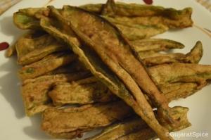 Marcha Na Bhajia  (Crispy Chilli Fritters)