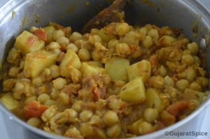Spices combined well with chickpeas and potatoes