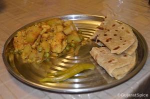 Phul Kobi Bateta Ne Mattar Nu Shak (Cauliflower, Potato and Peas Curry)