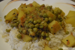 Vatana Bateta Nu Shak (Potato and Peas Curry)