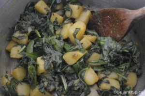 Spinach added to cooked potatoes