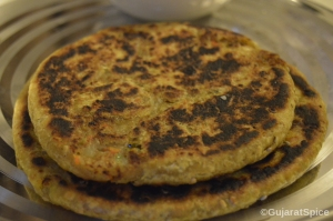 Bateta Na Thepla (Spiced Potato Stuffed Indian Flat Bread)